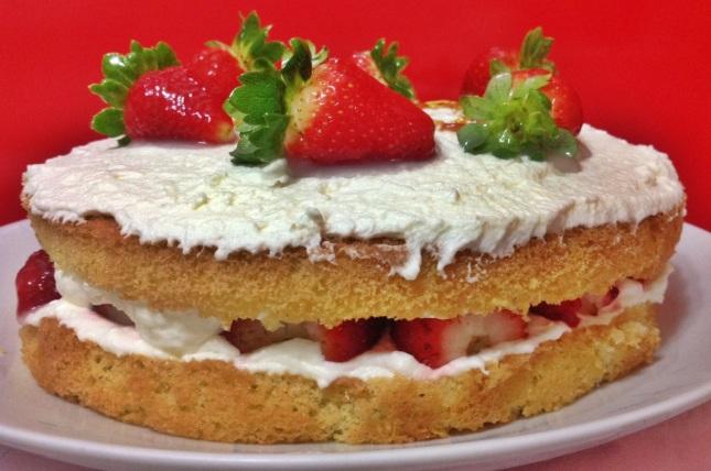 Pietro.Wordpress.Naked Cake.Pão de lo verdadeiro_Morango e Chantilly de creme de leite fresco (1)