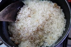 Refogando o arroz